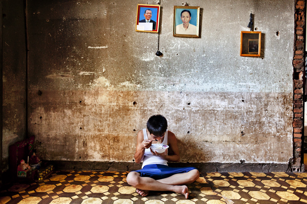 reportage, cambogia, storytelling, phnom penh, white building